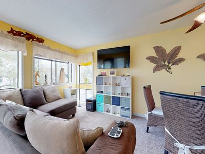 Photo for Well-appointed beachside condo with shared pool, hot tub, sauna, and tennis!