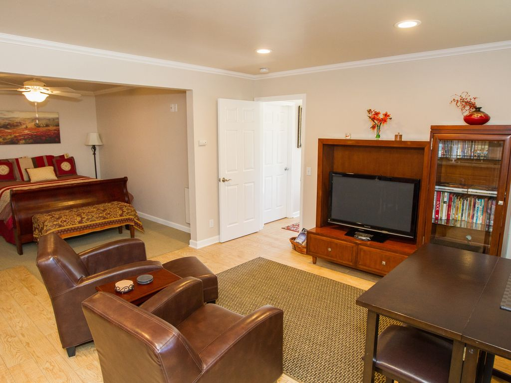 Close In Carmel 2 Bedroom Guest House With Private Patio U0026 Water Fountain