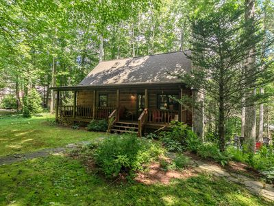 Streamside Log Cabin with wooded privacy on Howard's Creek, and close to Boone