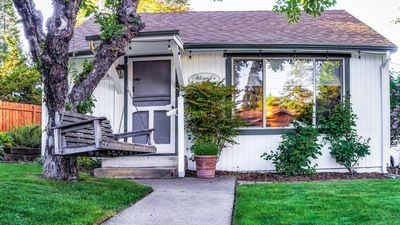 Abigail's Two Bedroom Vacation Cottage in Ashland, Oregon