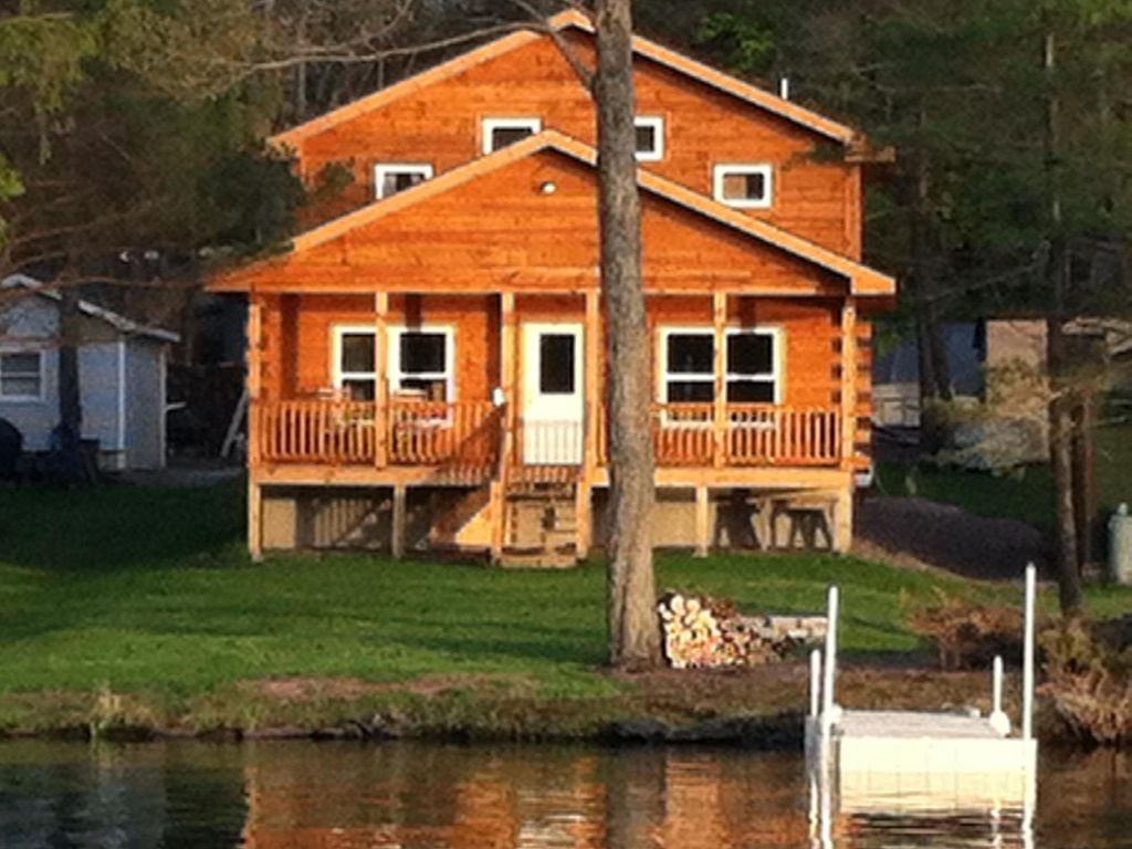 New log cabin on waterfront of duck harbor homeaway for Long pond pa cabin rentals