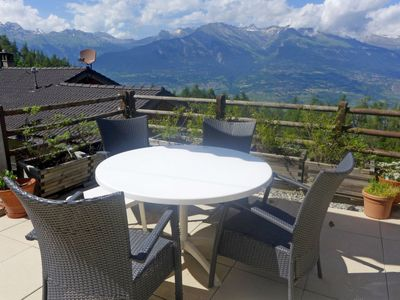 Photo for 4 bedroom Villa, sleeps 8 in Châteauneuf with Pool and WiFi
