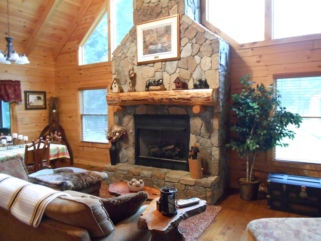 log cabin set in the beautiful woods of nor vrbo