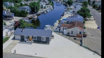 Newly Renovated, Waterfront Lagoon Ranch w/Dock.