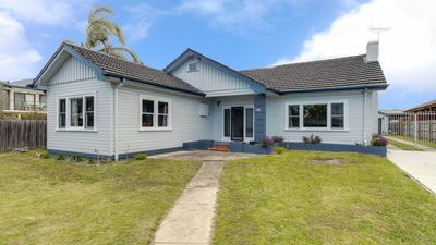 Photo for 3BR House Vacation Rental in Lakes Entrance, VIC