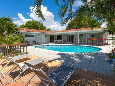 Coral Ridge Isles Beauty - with Waterfront Pool, Kayaks and Bicycles