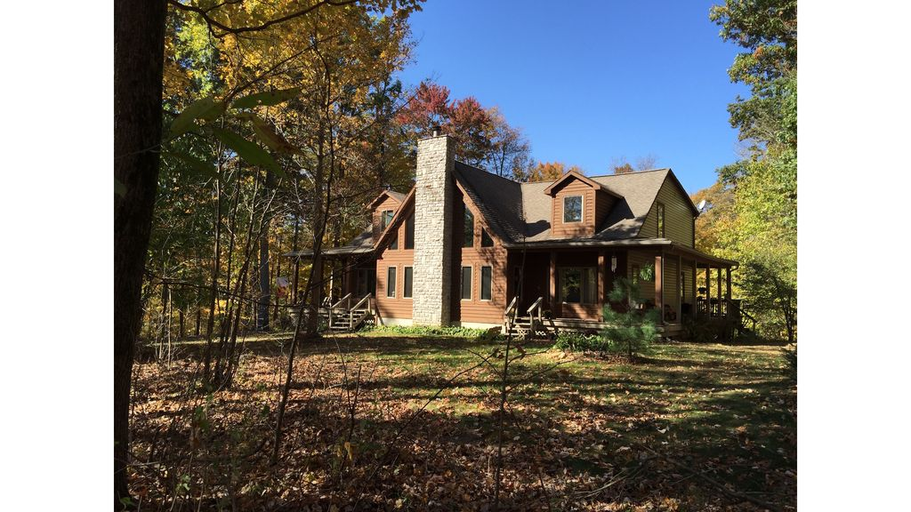 Large Rustic Retreat House On Quiet Country...