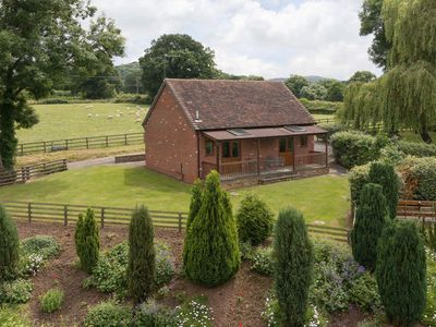Photo for 2 bedroom property in Ledbury. Pet friendly.
