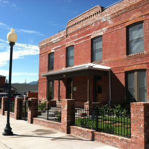 Photo for Park Place: Downtown Salida, Rooftop Deck and Hot Tub!