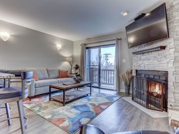 Beautifully Remodeled Condo Walk to Ski!