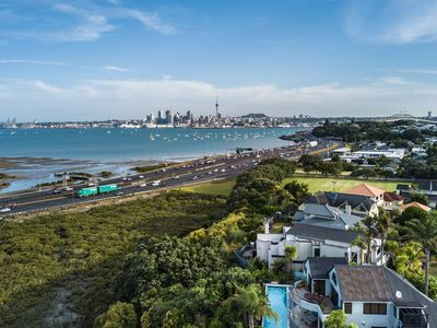 Photo for 4BR House Vacation Rental in Northcote Point, Auckland