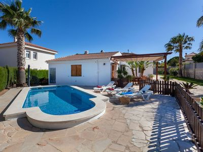 Photo for Stunning private villa for 8 guests with WIFI, private pool, A/C, TV, pets allowed and parking