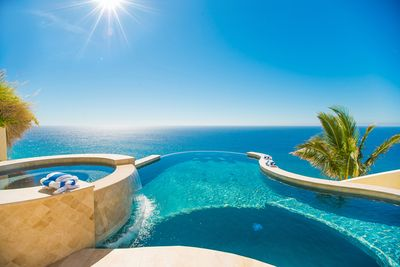 Gorgeous infinity edge pool blends in with Pacific Ocean!