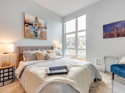 Photo for ★1BD-Walk Everywhere, Rooftop Needle/Water Views★