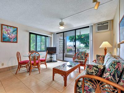 Photo for Homey Perks+Epic Sunsets! Kitchen, WiFi, Lanai, Laundry, AC+Flat Screen–Kona Reef B21