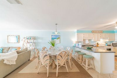 The Breezeway ~ Blue Mountain Beach ~ Dining Area ~ Paradise Properties