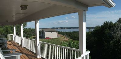 Lake View Home, Sleeps 12, Firepit, Bbq, Large Viewing Deck