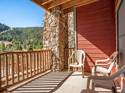 Photo for Ideal Family Getaway! Close to Bike Paths & Dining - Private Deck, Mountain & River Views