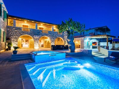 Photo for Amazing villa with pool and sea view near Zadar