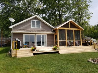 Beautifully renovated lake house 2 hrs from Chicago (600 acre all sports lake)