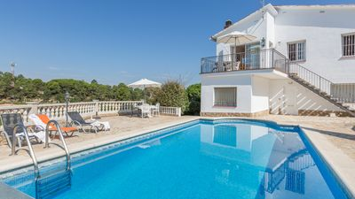 Photo for 3 bedroom Villa, sleeps 5 with Pool, WiFi and Walk to Shops