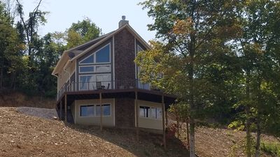 Amazing & Luxurious 7 BR Lake-Front Chalet near Great Smoky Mountains  Sleeps 18! - Newport