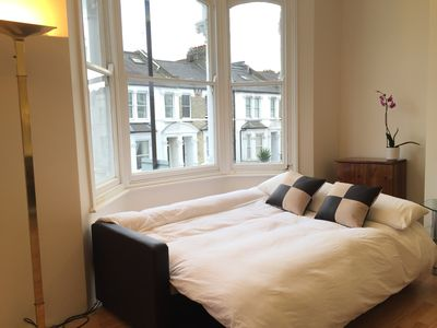 A Huge Private Double Room With Balcony 22min From Central London