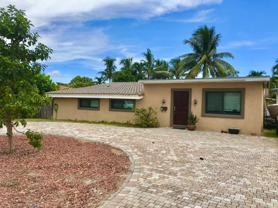 Photo for Large Comfortable Family Home Near Beach