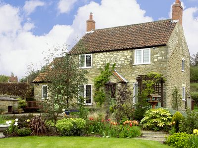 Photo for HOWE GREEN COTTAGE, family friendly in Kirkbymoorside, Ref 1785