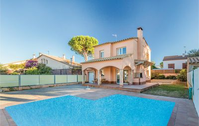 Photo for 4 bedroom accommodation in L'Escala