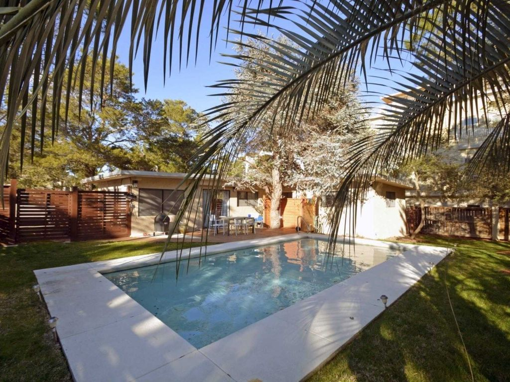 Perfect Beach Bungalow - Private Heated Pool - Short Walk to Beach & Gulf Place Shopping!