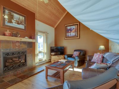 Photo for Family-friendly home w/sauna & hot tub access - great views!