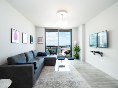 Photo for 4207-698 · 3 BR Downtown   42nd Floor w/ City View & Gym