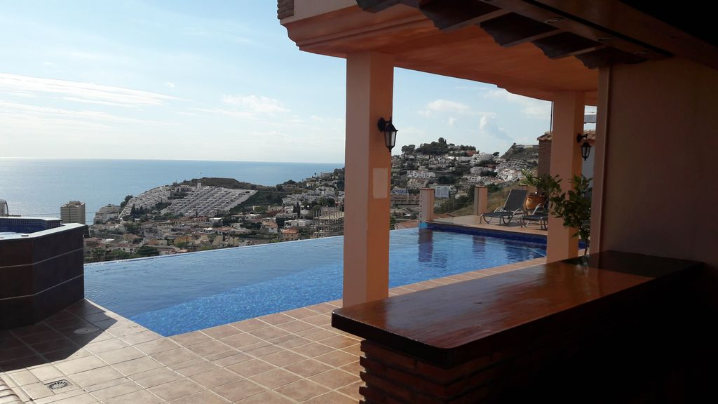 Infinity Pool (10X5),Amazing Sea And Mountains Views,Outdoor