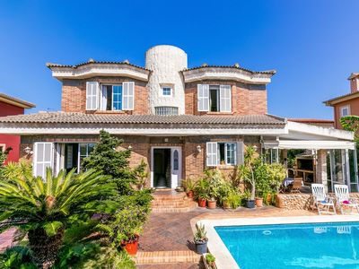 Photo for Mediterranean holiday home with beautiful pool and garden