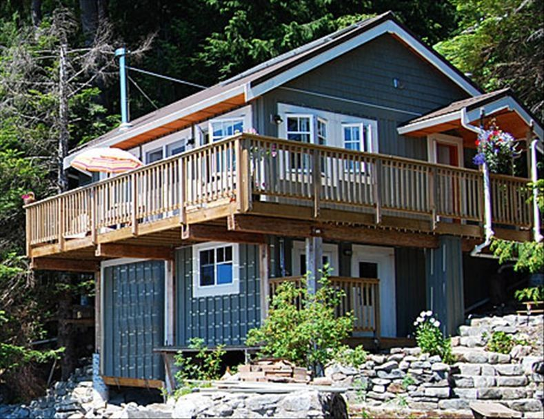 Welcoming eco friendly oceanfront cottage on sunshine for Eco friendly cottages