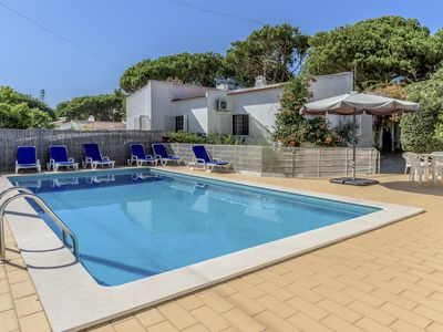 Photo for Moura Family House with Pool apartment in Vilamoura with WiFi, air conditioning, private terrace & …