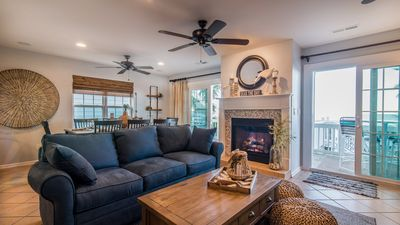 Livingroom entirely remodeled. New queen size pullout sofa.Working gas fireplace