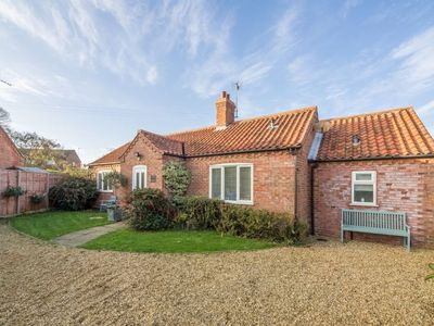 Photo for A wonderfully spacious bungalow in a quiet location with open-plan living.