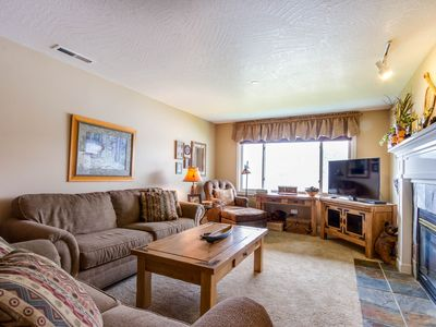 Photo for Lakefront condo with fantastic Coeur d'Alene views & pool!
