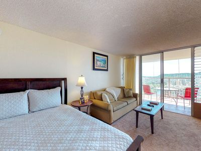 Photo for Cozy suite with expansive views, shared pool and hot tub, near beach!