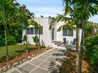 Photo for Welcome to Casa Tropical - A Stylish & Comfortable Home