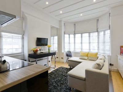 Photo for Beautiful One bedroom contemporary Interior Designed  Flat just off Kew Green