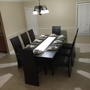 Dining Room seats eigth.