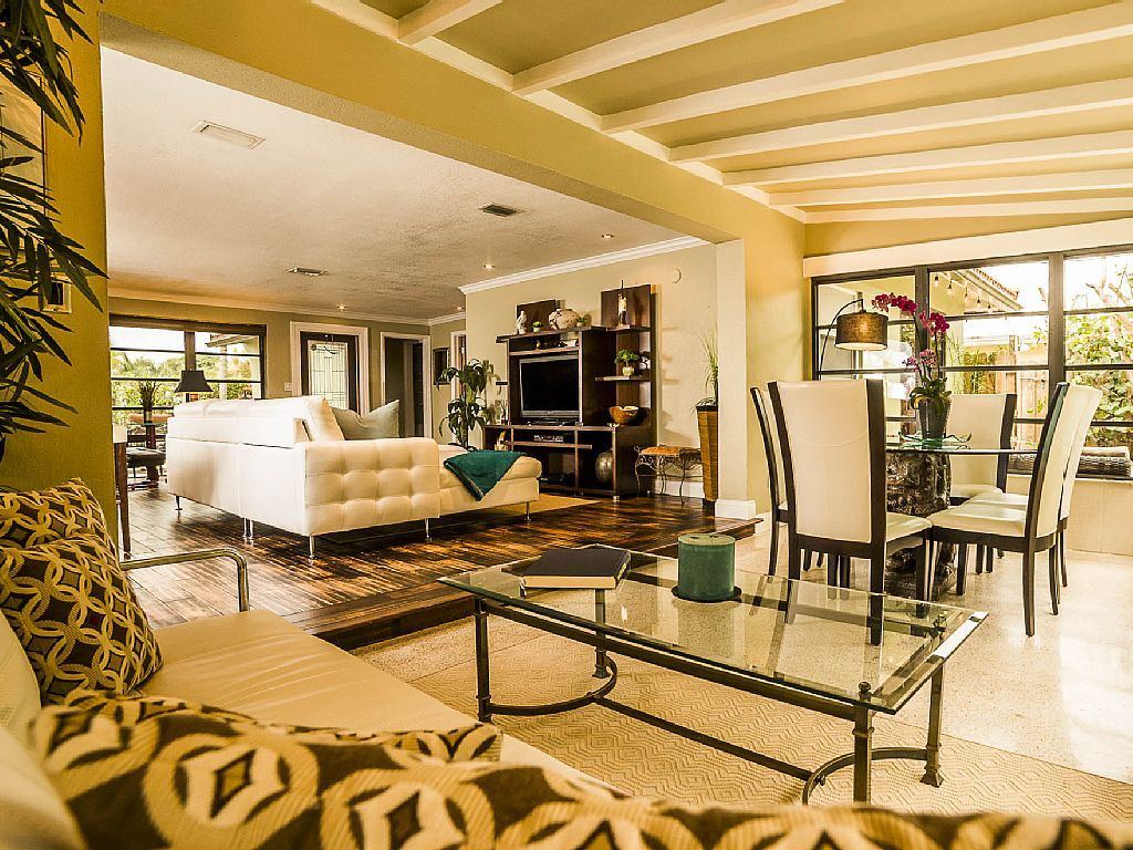 SPACIOUS, UNIQUE, TROPICAL LANDSCAPED HEATED POOL HOME & CENTRALLY LOCATED!!