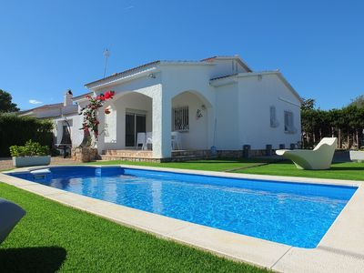 Photo for 3 bedroom villa, private swimming pool, FREE WIFI walking distance to the beach