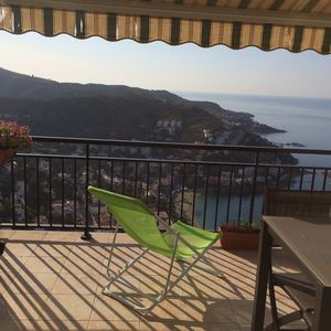 Photo for Rosas Apartment sea view on the beautiful beach of canyelles 2 to 4 pers