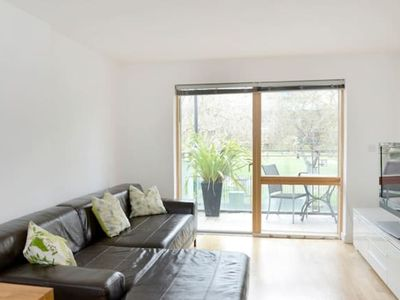 Photo for Great value 1-bed near Tower Bridge