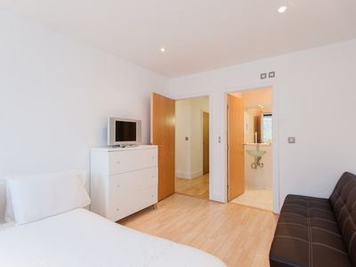 Photo for London bridge 2bed Apartment - Two Bedroom Apartment, Sleeps 6