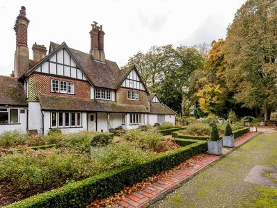 Photo for Highfield Lodge in Tring situated near beautiful woodland and field walks